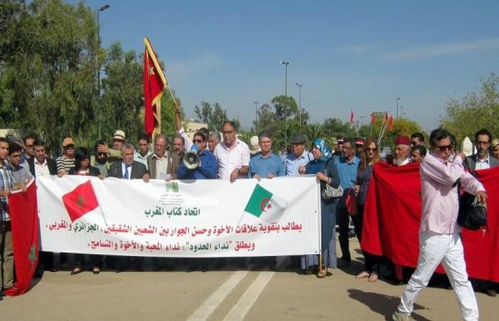 وقفة لمثقفين مغاربة تطالب بفتح الحدود مع الجزائر