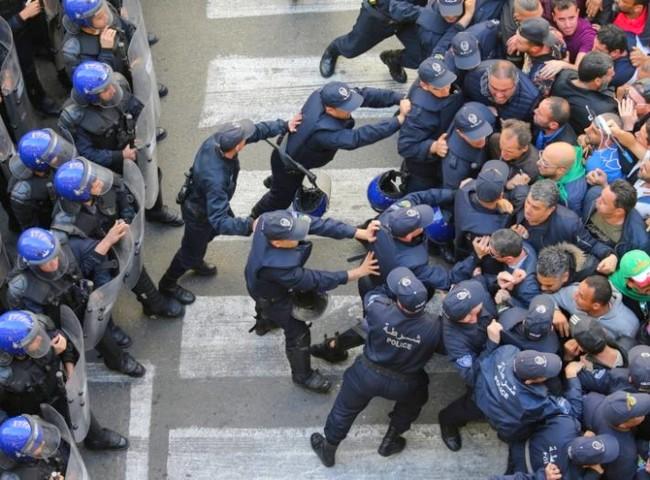 شريط وثائقي يخلق أزمة ديبلوماسية بين الجزائر وباريس، الجزائر تستدعي سفيرها في فرنسا